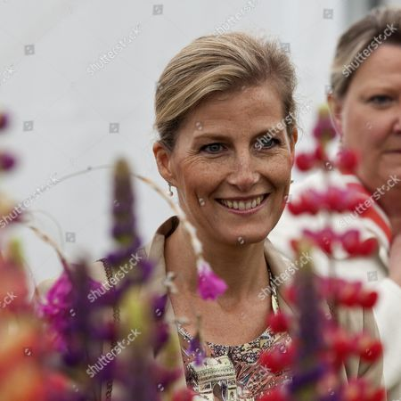 The Duchess Of Wessex At The Rhs Hampton Court Flower Show By Designer Chris Beardshaw.