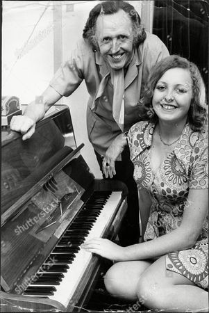 Comedian Cardew Robinson With His Daughter Julie Robinson Douglas John Cardew Robinson (14 August 1917 Oo 28 December 1992) Was A British Comic Whose Craft Was Rooted In The Music Hall And Gang Shows.
