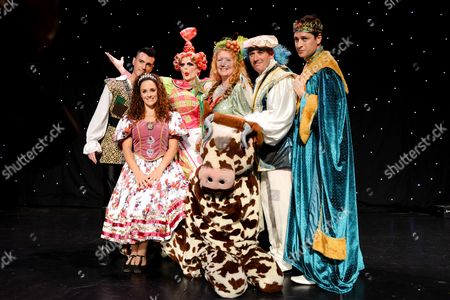 Stock Image of Charlie Dimmock (Fairy Organic), Tom Evans (King), Jack Hayes (Chamberlain), Ian Mowat (Dame Trott), Janine Pardo (Princess Amelia) and Allan Jay (Jack Trott)