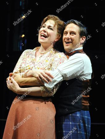 Christopher Fitzgerald as Barnum, Tamsin Carroll as Chairy