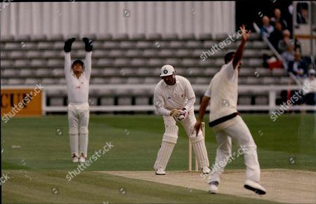 Cricket:benson & Hedges Cup 1992 - Essex V Lancashire - Phil Defreitas Traps Graham Gooch.
