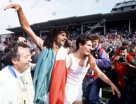 Ruud Gullit and Daniele Massaro of AC Milan celebrate winning their 11th Serie A title after the game between Como 1-1 AC Milan, May 15th 1988