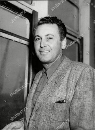American Actor And Singer Allan Jones Arriving At Southampton On The Queen Mary (died 6/92). He Is The Father Of Singer Jack Jones.