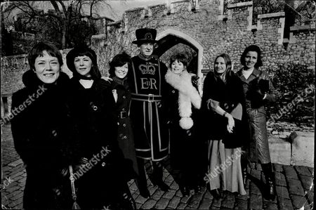 Stock Photo of Annette Crosbie Dorothy Tutin Ann Stallybrass Colin Hale Angela Pleasence And Russell Crutchley Who Star In The Television Programe Six Wives Of Henry Viii.