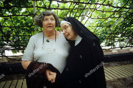 Sister Wendy Beckett with her sister Pamela Paton