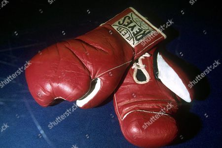 GLOVES USED IN LEON SPINKS FIGHT, $330,00 - $40,000