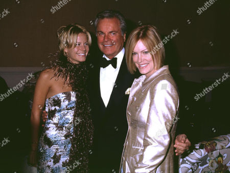 ROBERT WAGNER WITH HIS DAUGHTERS KATIE AND NATASHA WAGNER
