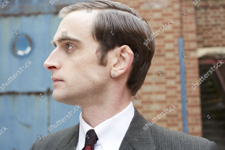 Jack Laskey as DS Peter Jakes.