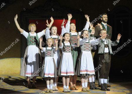 Charlotte Wakefield as Maria, Michael Xavier as Captain von Trapp and children