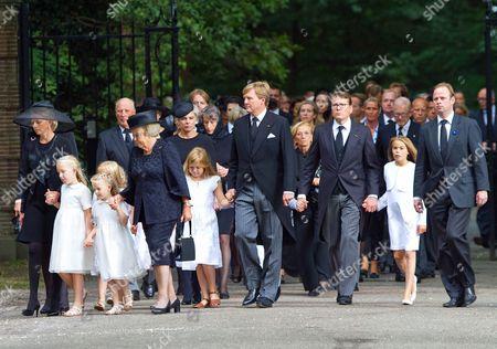 Princess Mabel, Countess Luana, Countess Zaria, Princess Beatrix, Princess Laurentien, Princess Alexia, King Willem-Alexander, Prince Constantijn