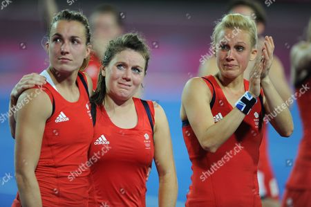 Stratford Uk 08/08/12 London 2012 Olympic Games Riverbank Stadium Womens Hockey Great Britain V Argentina Semi Final Gbs Dejection With L-r Laura Bartlett Laura Unsworth And Alex Danson.