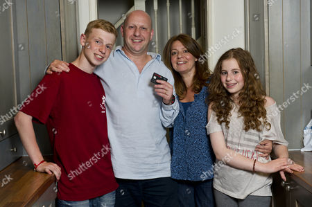 Black Cab Driver Elliot Bergman 45 With His Wife Vanessa 44 And Their Children Charley 13 And Noah 15 At Their In North London. Mr Bergman Uses A Pre-paid Currency Card For His Holiday Money Rather Than A Debit Card.  06/08/2012.