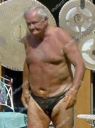 Ron Atkinson in the bath