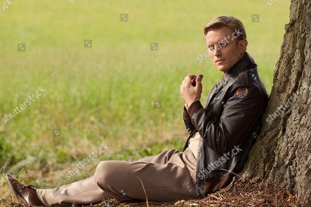 Neil Jackson as Dwight Lawton (Lawson)