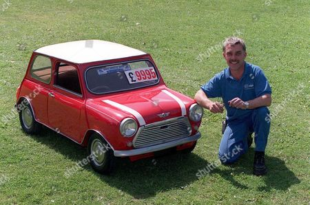 GRAHAM PARKER WITH HIS HALF SIZE MINI