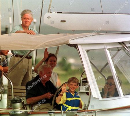 Editorial image of BILL AND HILLARY CLINTON ON HOLIDAY AT MARTHA'S VINEYARD, AMERICA - 1998