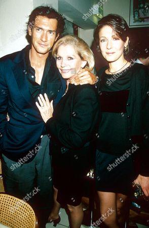 GEOFFREY MOORE WITH MOTHER LUISA MATTIOLI AND SISTER DEBORAH
