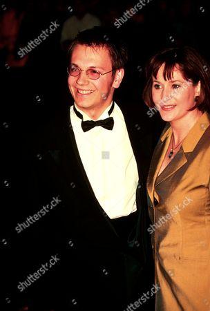MARK HOMER AT THE NATIONAL TV AWARDS 1998 ROYAL ALBERT HALL LONDON BRITAIN