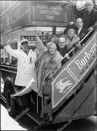 Jessie Matthews Obe (11 March 1907 Oo 19 August 1981) Was An English Actress Dancer And Singer Of The 1920s And 1930s Whose Career Continued Into The Post-war Period. Pictured L-r Driver Of The Bus Jessie Matthews Leslie Savony Doris Hare (wearing Hat) Sonny Farrer And John Snagg On 1930's Bus In The Haymarket.