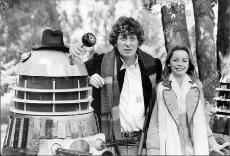 Tom Baker As Dr Who With His New Assistant Lalla Ward As Romana Standing Next To A Dalek. Television Programme Dr Who 1979: Lalla Ward Takes Over As Romana The New Female Assistant Of Dr Who Played By Tom.