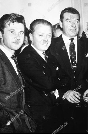 JACK HAWKINS AND RICHARD ATTENBOROUGH WITH BRYAN FORBES