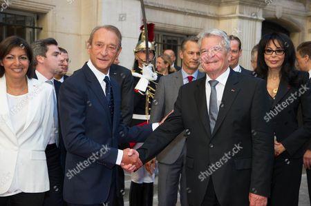 Anne Hidalgo, Paris Socialist candidate for municpal elections, Paris mayor Bertrand Delanoe, German President Joachim Gauck and Yamina Benguigui during a ceremony at Paris City Hall.