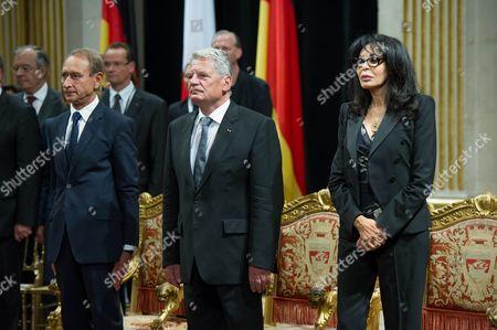 Paris mayor Bertrand Delanoe, German President Joachim Gauck and Yamina Benguigui during a ceremony at Paris City Hall.