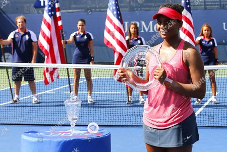 Tornado Alicia Black of USA receives the runners up trophy