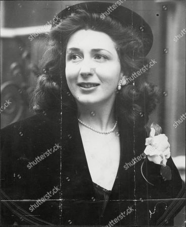 Editorial picture of Edana Romney (mrs Edana Doreen Woolf) At The Divorce Course Where She Divorced John Woolf.