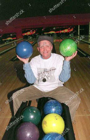 ERIC DOUGLAS BOWLING AT 'THE INNER CITY GAMES', CHELSEA PIERS BOWLING CENTRE