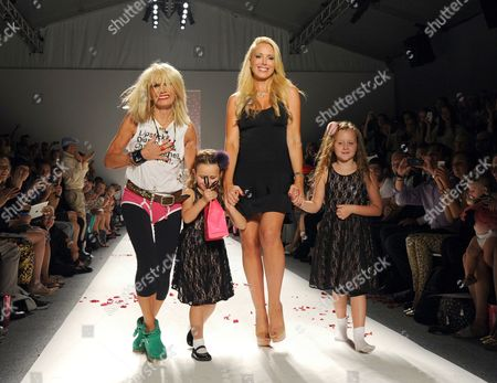Betsey Johnson, daughter Lulu Johnson, and granddaughters Layla Johnson and Ella Johnson