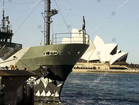 SSS Sam Simon in front of the Opera House