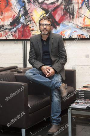 Dario Ballantini with his oil painting titled Identita Artefatte