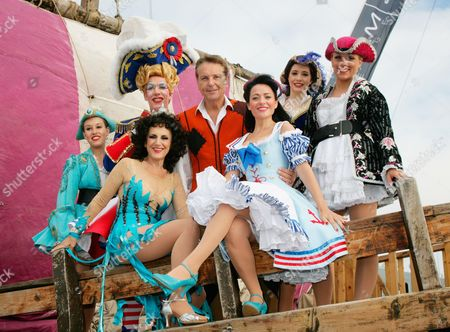 Cast, including Andrew Ryan as Mrs Crusoe, Brian Conley as Robinson Crusoe and Kathryn Rooney as Polly