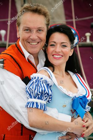 Brian Conley as Robinson Crusoe and Kathryn Rooney as Polly