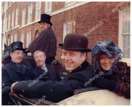 Edward Fox And Helen Hobson As Professor Henry Higgins And Eliza Doolittle With Fellow Actors Bryan Pringle And Michael Medwin In Horse And Carriage For Manchester Opera House's Stage Musical My Fair Lady 1992.