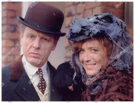 Edward Fox And Helen Hobson Actors As Professor Henry Higgins And Eliza Doolittle At Manchester Opera House For Stage Musical My Fair Lady 1992.