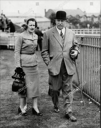 Harry Primrose The 6th Earl Of Rosebery With His Stepdaughter Duchess Of Norfolk At Edinburgh Races At Musselburgh (albert Edward) Harry Meyer Archibald Primrose 6th Earl Of Rosebery Kt Pc (8 January 1882 Oo 31 May 1974) Styled Lord Dalmeny Until 1929 Was A British Politician Who Briefly Served As Secretary Of State For Scotland In 1945. In 1909 He Married Dorothy Alice Margaret Augusta Grosvenor Daughter Of Lord Henry George Grosvenor. They Had A Son Archie Primrose Lord Dalmeny (1910oo1931) And A Daughter Lady Helen Dorothy Primrose (1913-1998). With The End Of The War Came Also Rosebery's Divorce In 1919. He Eventually Re-married In 1924 To Eva Isabel Marion Bruce Daughter Of The 2nd Baron Aberdare Of Duffryn. Their Only Child Neil Archibald Primrose Was Born In 1929. In 1931 Rosebery's Eldest Son Archibald Died At The Age Of 21 From Blood Poisoning While At Oxford.
