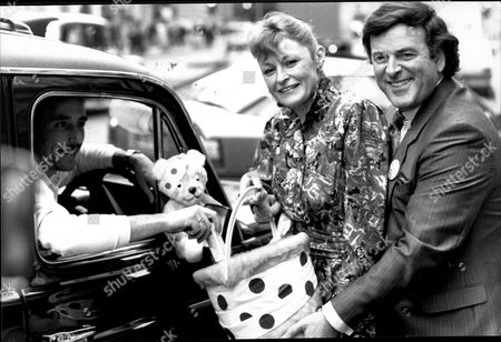 Terry Wogan And Sue Cook At Launch Of 'children In Need' Appeal 1988 - Taxi Driver Stephen Clay Contributing To Their Collection Bucket In London's Regent Street.