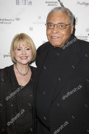 Cecilia Hart and James Earl Jones (Benedick)