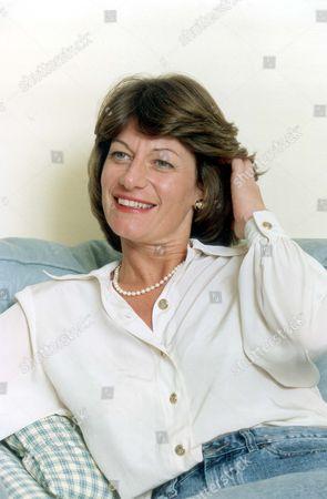 Clare Latimer Former Downing Street Caterer 1994. Pkt2466-169601.