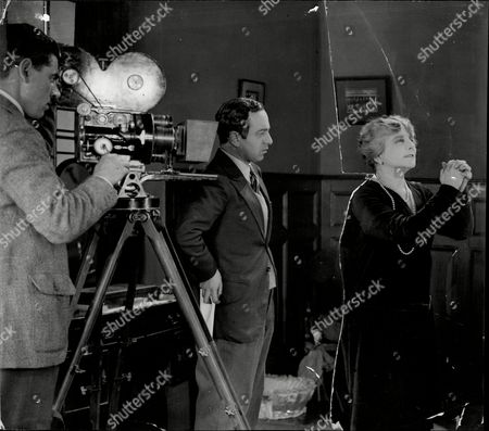 Actress Ellaline Terriss With Film Producer (centre) And Cameraman Filing A Scene From Film 'blighty'.