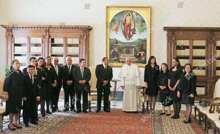 Pope Francis I and President Porfirio Lobo Sosa with family and delegation