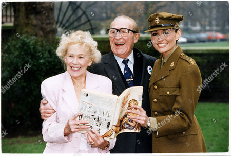 Christabel Leighton-porter (d.12/00) Model For Wartime Newspaper Cartoon Jane Here With Comedian Charlie Chester And Jo Lewis 1994.