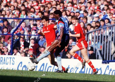 George Lawrence (Southampton) Jim Beglin (Liverpool) Liverpool v Southampton FA Cup Semi-Final White Hart Lane 5/04/1986 Great Britain London FA Cup SF: LIverpool 2 Southampton 0