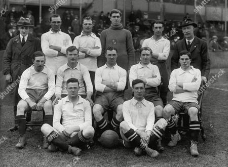 Football - 1918 / 1919 season - Derby County Team Group Back (left to right): Unknown Jack Atkin Jimmy Bagshaw George Lawrence Harry Walker trainer Front: Moore Whitehouse Harry Leonard Robinson Stone Ground : Tommy Barhour Martin Derby County - 1918/19