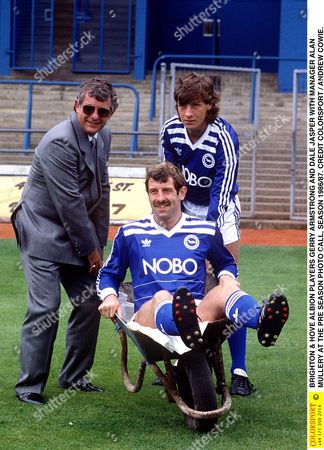 BRIGHTON & HOVE ALBION PLAYERS GERRY ARMSTRONG AND DALE JASPER WITH MANAGER ALAN MULLERY AT THE PRE SEASON PHOTO CALL SEASON 1986/87 Great Britain Brighton
