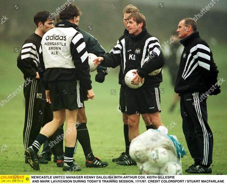 NEWCASTLE UNITED MANAGER KENNY DALGLISH WITH ARTHUR COX KEITH GILLESPIE AND MARK LAWRENSON DURING TODAY'S TRAINING SESSION 17/1/97 Great Britain Newcastle