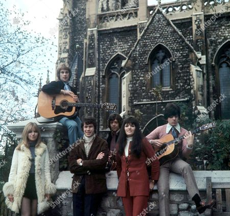 The New Seekers - Sally Graham, Marty Kristian, Keith Potger, Chris Barington, Eve Graham and Laurie Heath
