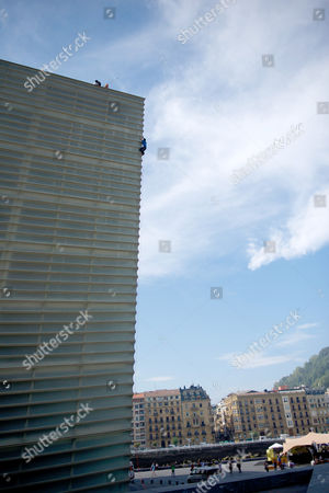 David Lama climbs the Kursaal building